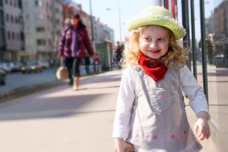Fille et chapeau images stock