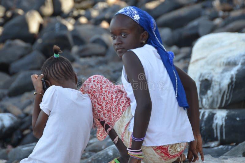 Fille et enfants africains images stock