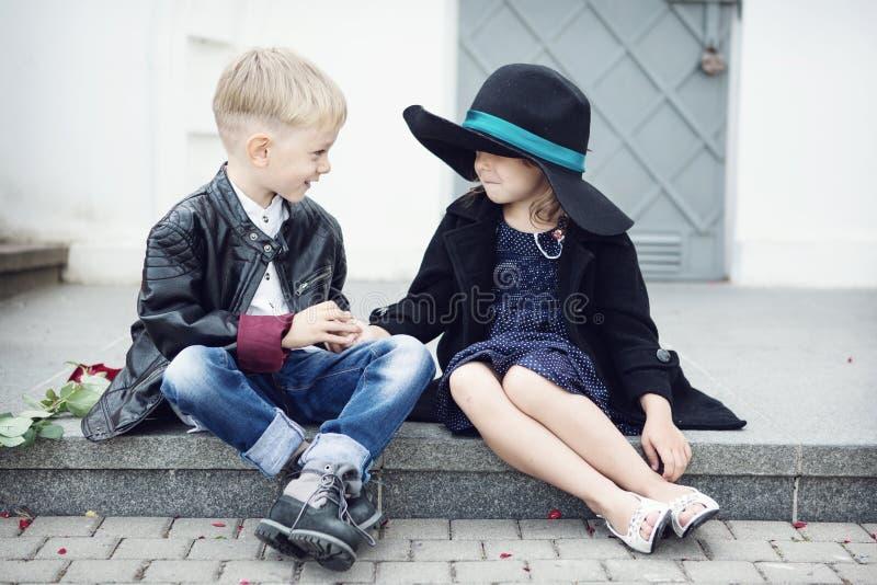 Fille et garçon images libres de droits