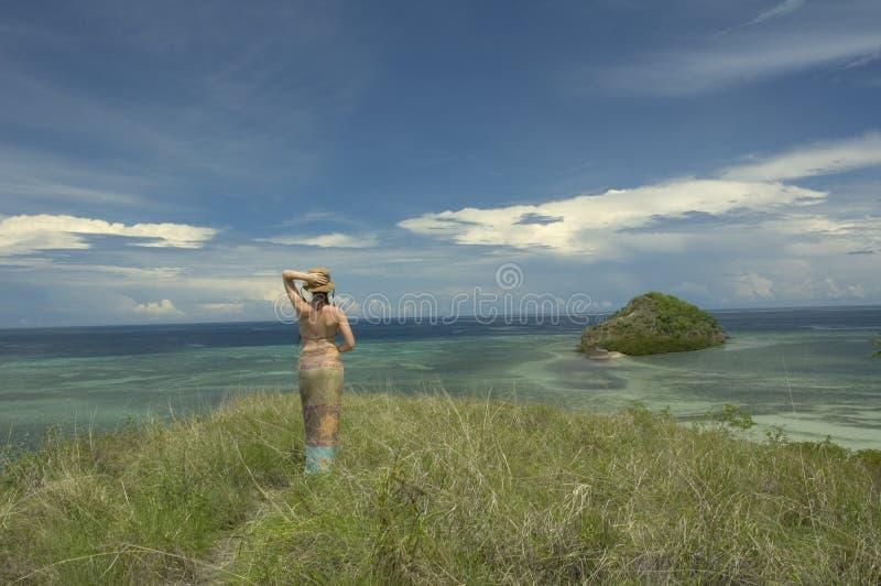 Fille et l'île image libre de droits