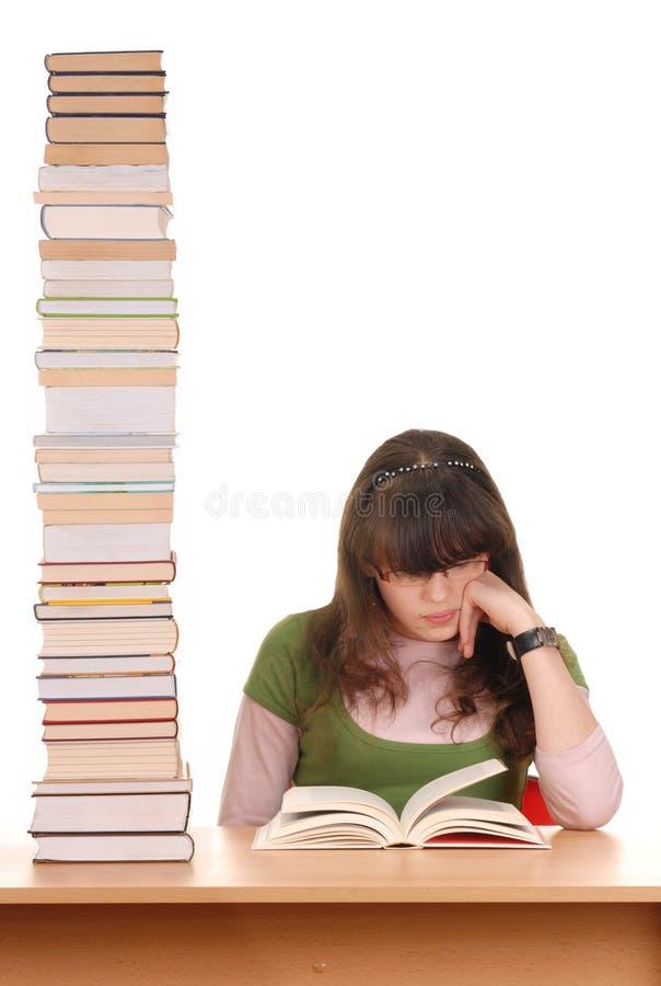 Fille et livres image stock