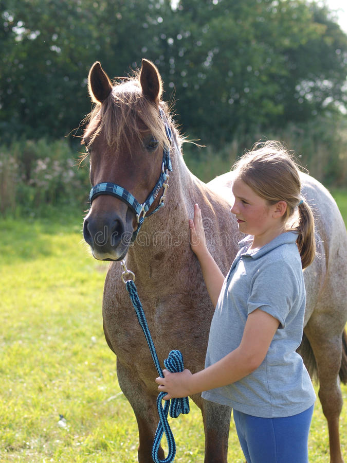 Fille et poney photo libre de droits