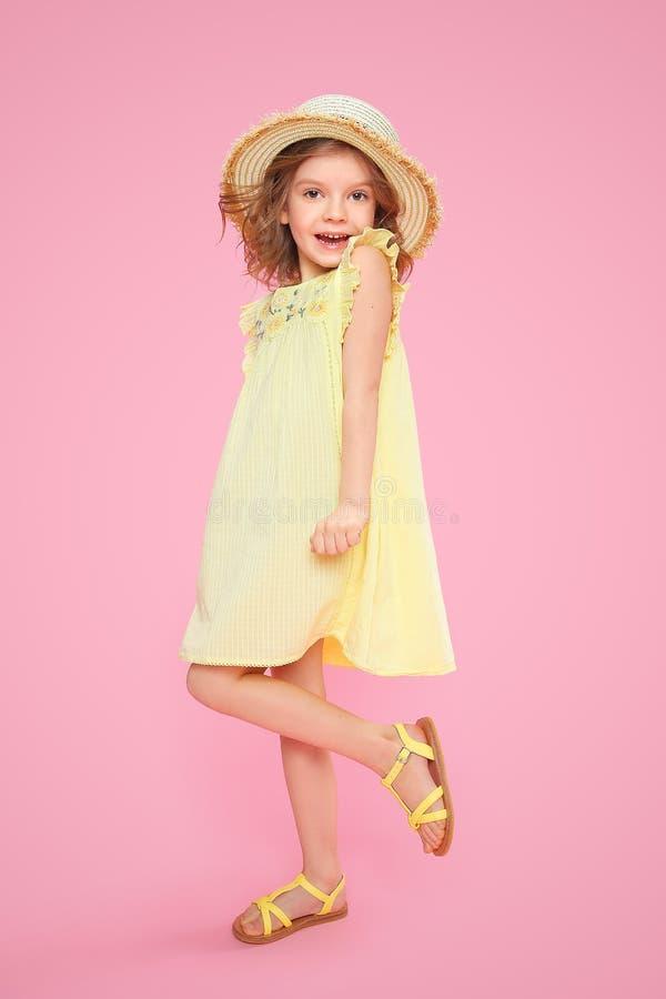 Fille expressive dans la robe photos libres de droits