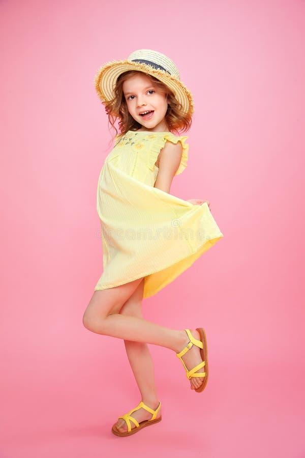 Fille expressive dans la robe image libre de droits