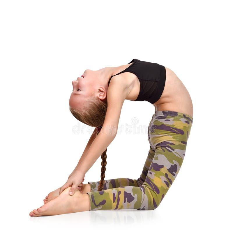 fille faisant l'exercice de yoga images libres de droits
