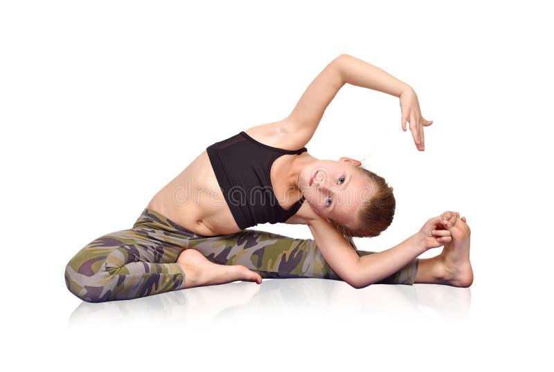 Fille faisant le yoga photo libre de droits