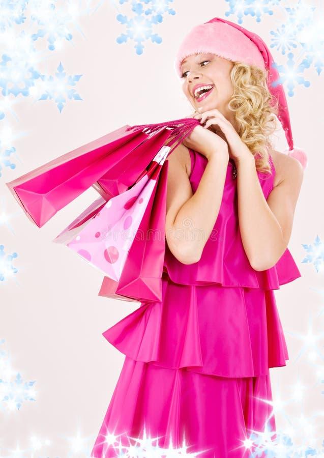 Fille gaie d'aide de Santa avec des sacs à provisions images libres de droits