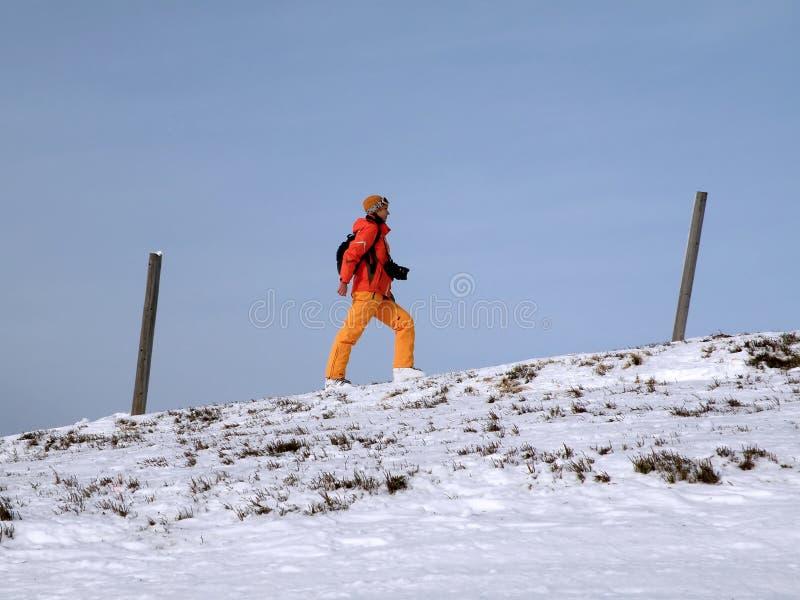 Fille-grimpeur de montées photographie stock libre de droits