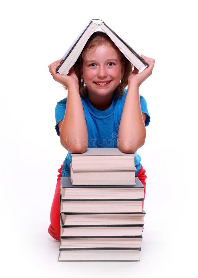 Fille heureuse avec des livres. images stock