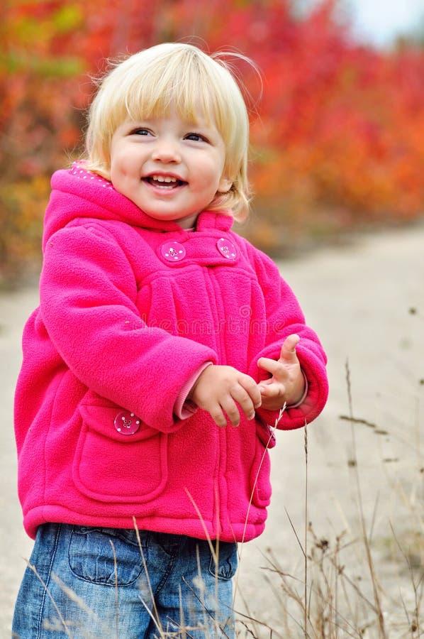 Fille heureuse d'enfant en bas âge image libre de droits