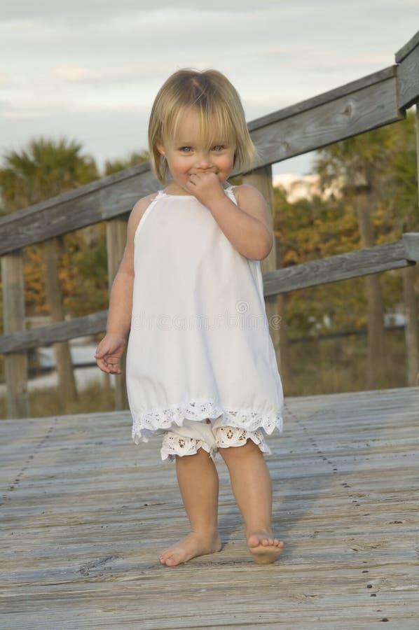Fille heureuse d'enfant en bas âge photo libre de droits