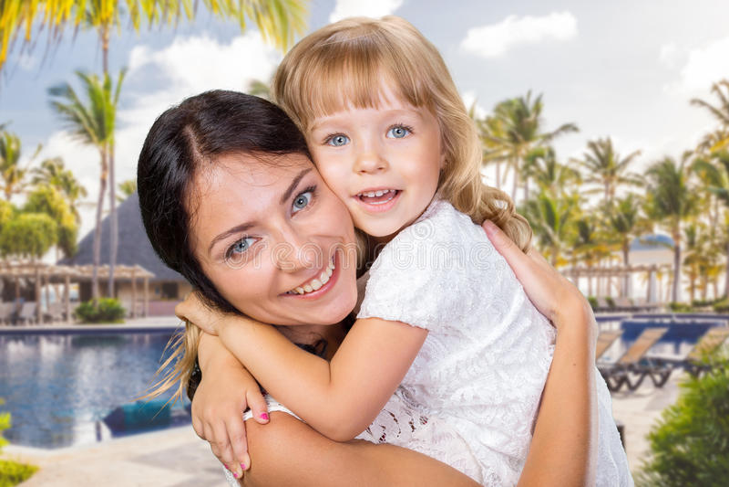 Fille heureuse de mère et d'enfant photo stock