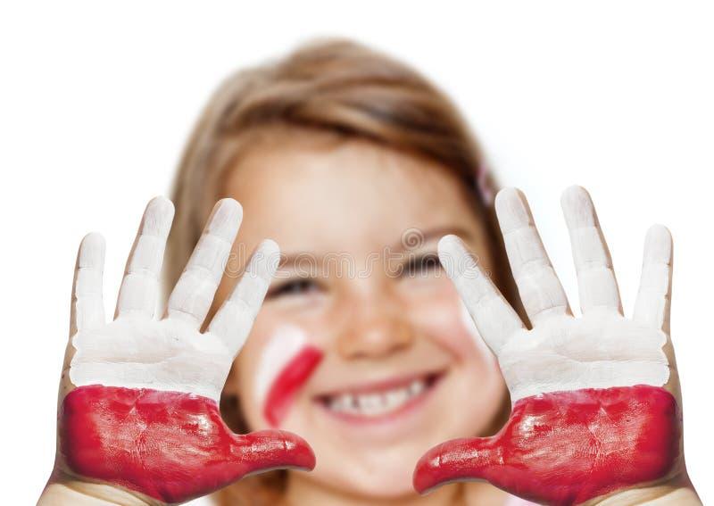 Fille heureuse de ventilateur avec les mains peintes photos libres de droits