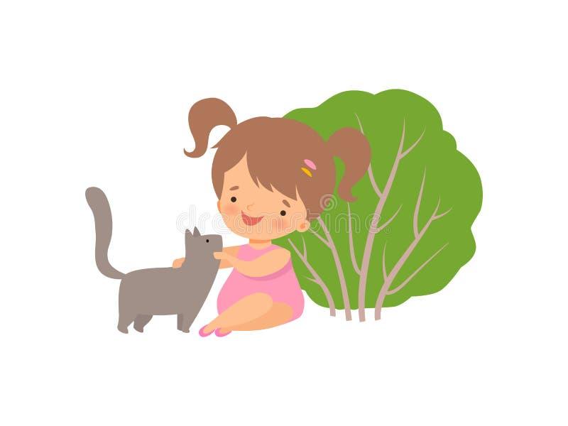 Fille heureuse mignonne jouant avec le chat, personnage de dessin animé adorable de petit enfant ayant l'extérieur d'amusement av illustration stock