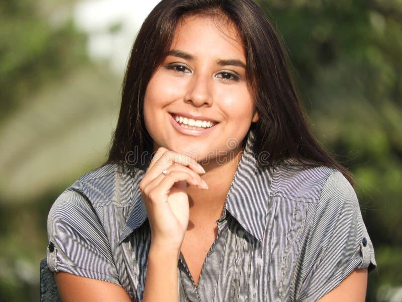 Fille hispanique de sourire photo libre de droits