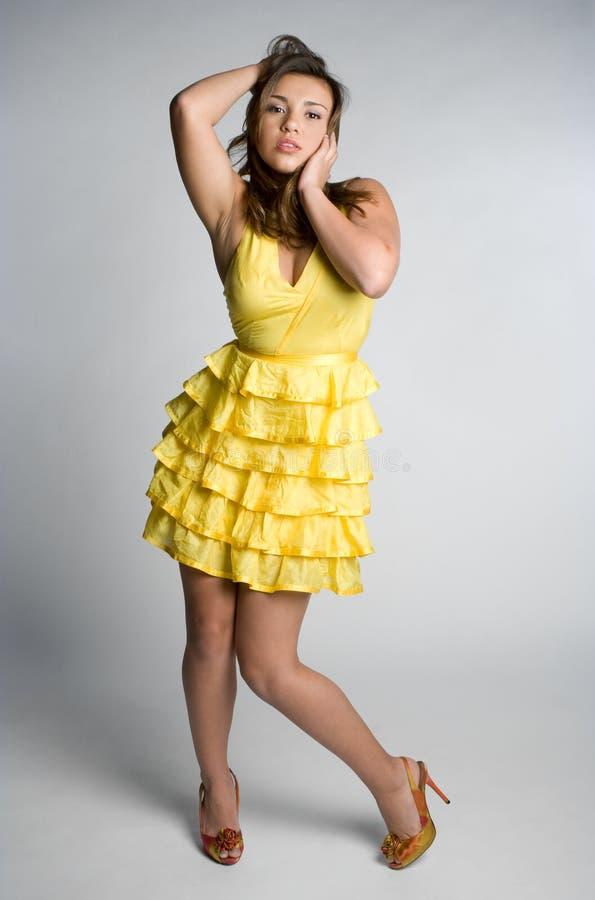 Fille jaune de robe image libre de droits