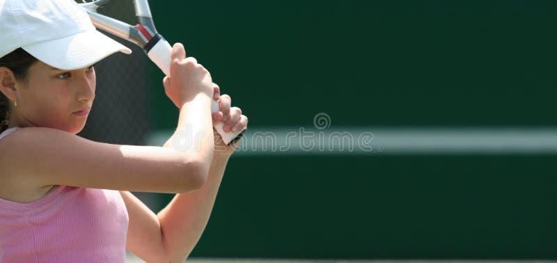 Fille jouant au tennis photos stock