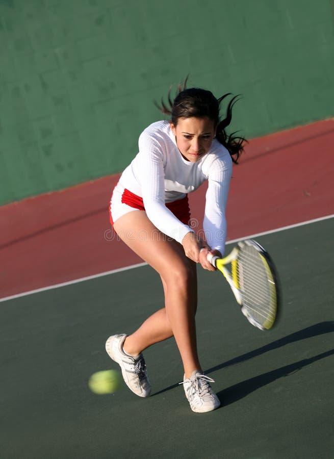 Fille jouant au tennis photos libres de droits