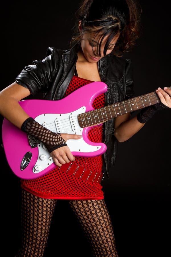 Fille jouant la guitare photo libre de droits