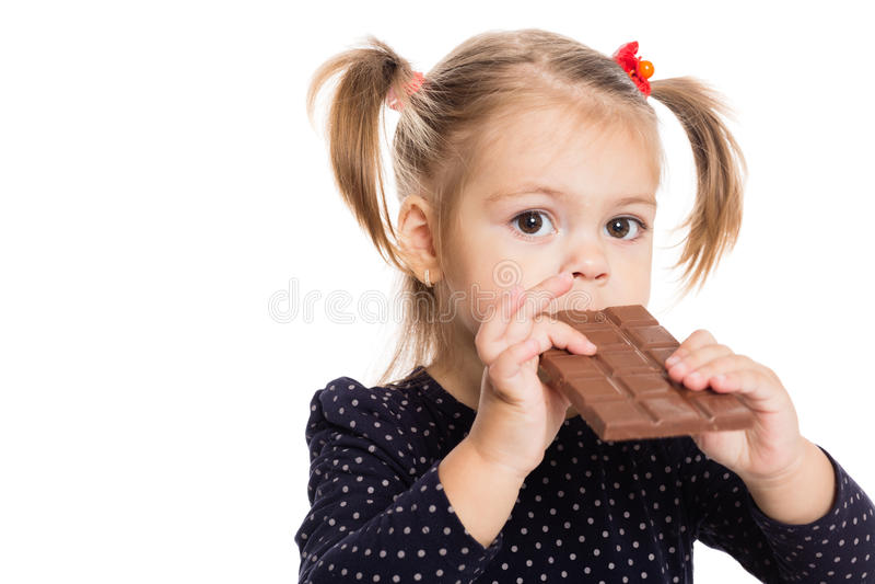 Fille mangeant du chocolat photos libres de droits