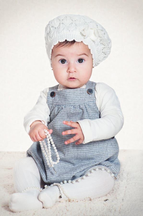 Fille mignonne avec le béret photos libres de droits