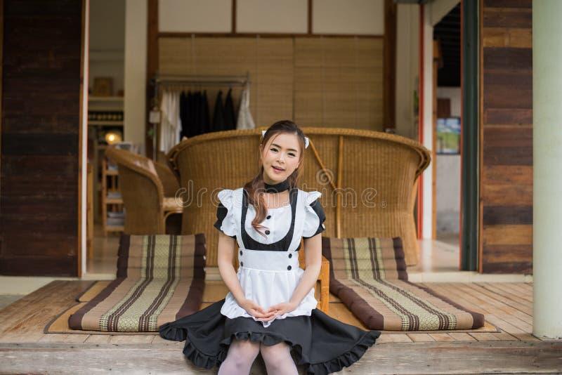 Fille mignonne cosplay de domestique de style japonais image stock