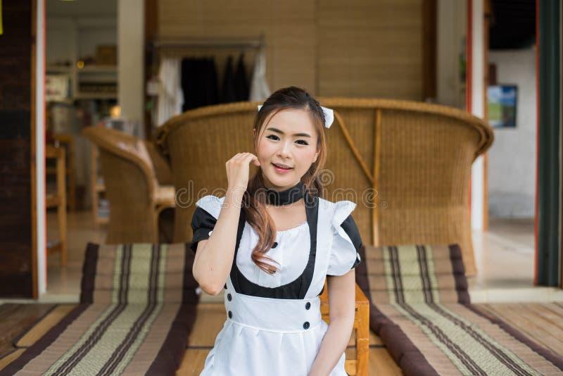 Fille mignonne cosplay de domestique de style japonais images stock