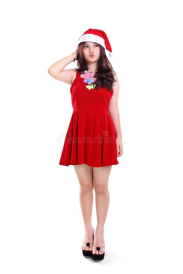 Fille mignonne dans la robe de Noël se tenant et regardant loin photo libre de droits
