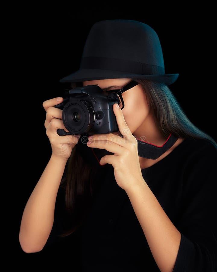 Fille mignonne de hippie avec l'appareil photo numérique image libre de droits