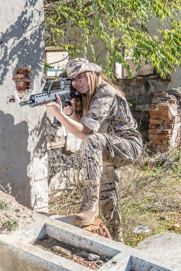 Fille militaire photographie stock libre de droits
