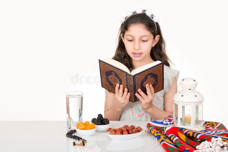 Fille musulmane dans Ramadan image stock