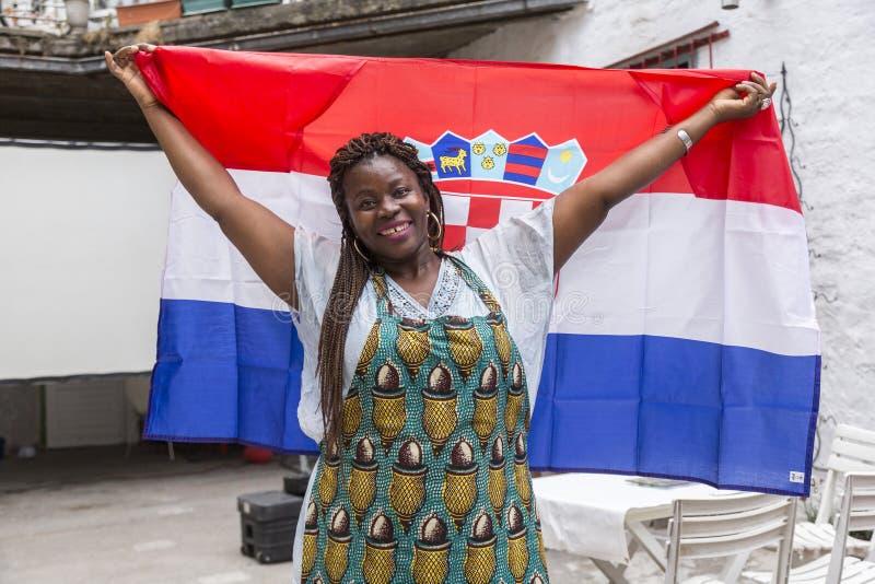 Fille nigérienne avec le drapeau croate images libres de droits