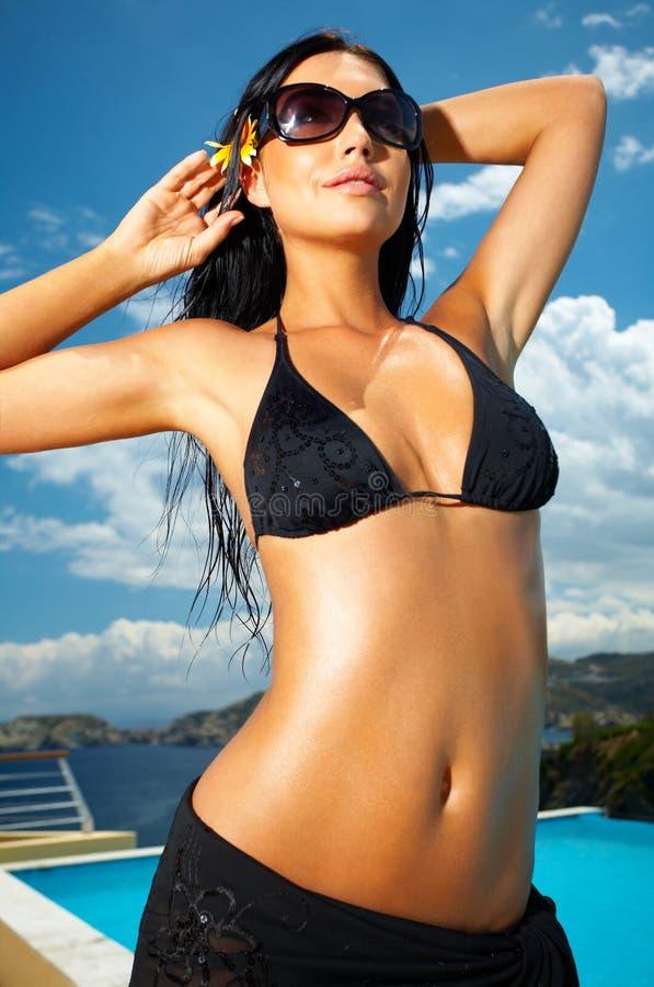 Fille noire de bikini image stock