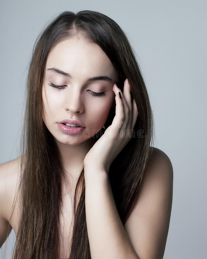 fille nue sexy puret et sensualit image stock image du fille gris 24022099. Black Bedroom Furniture Sets. Home Design Ideas