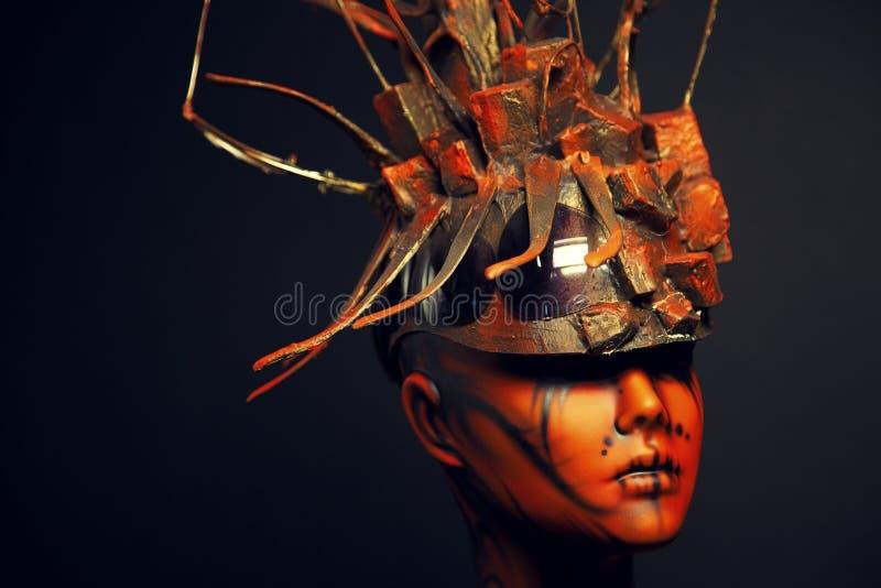 Fille peinte de mannequin avec le headwear en métal photos libres de droits