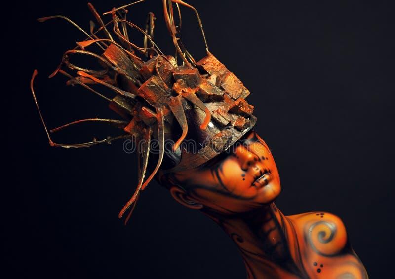 Fille peinte de mannequin avec le headwear en métal photo stock