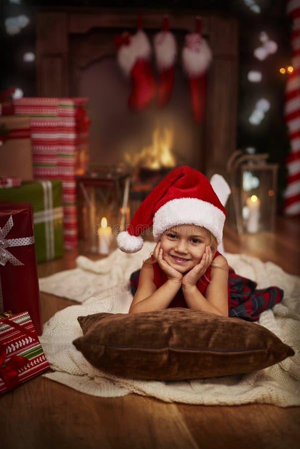 Fille pendant le temps de Noël photos libres de droits