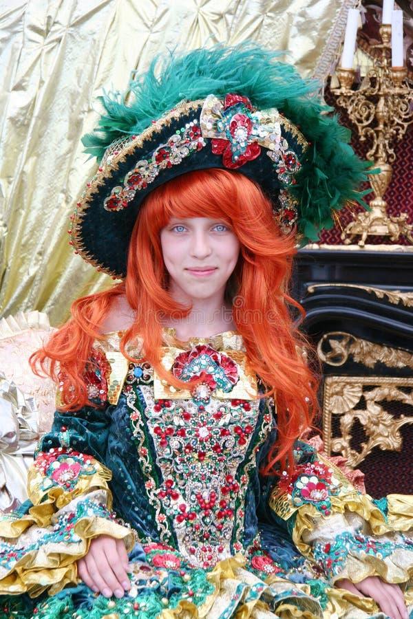 Fille portant une robe de princesse images stock