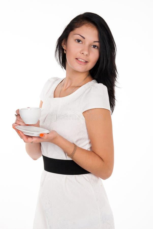 Fille positive de brune avec la tasse de café photographie stock libre de droits