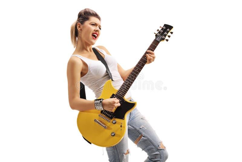 Fille punk jouant une guitare électrique photographie stock libre de droits