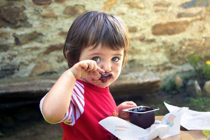 Fille qui mange images libres de droits