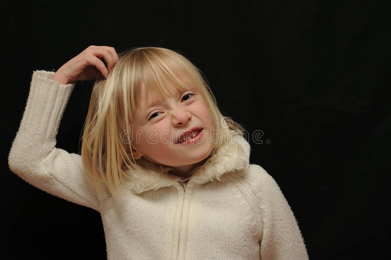 Fille rayant la tête photo stock