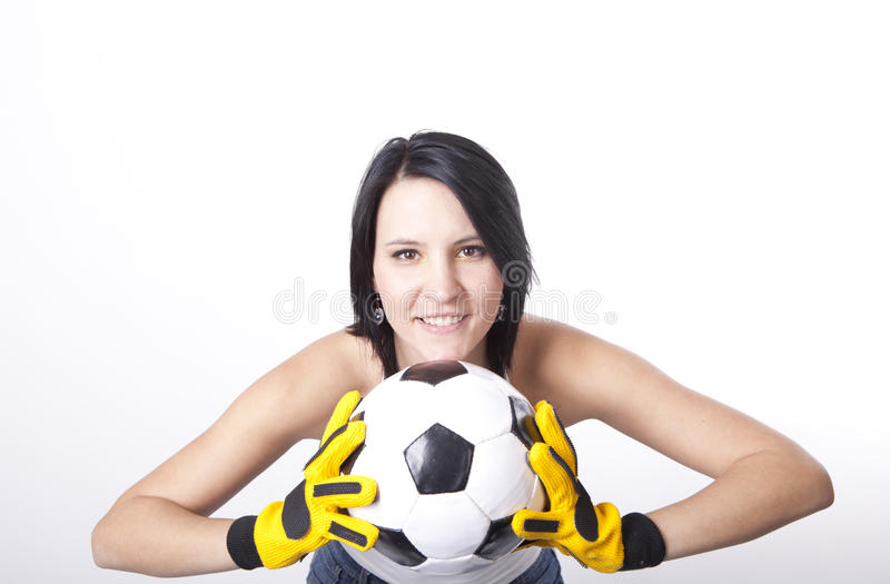 Fille retenant un football. photos stock