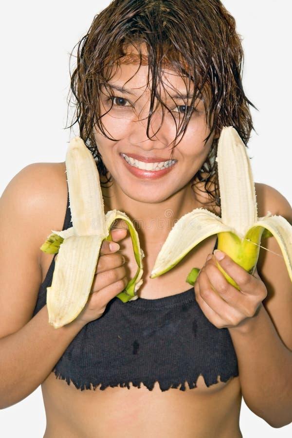 Fille retenant une banane images libres de droits