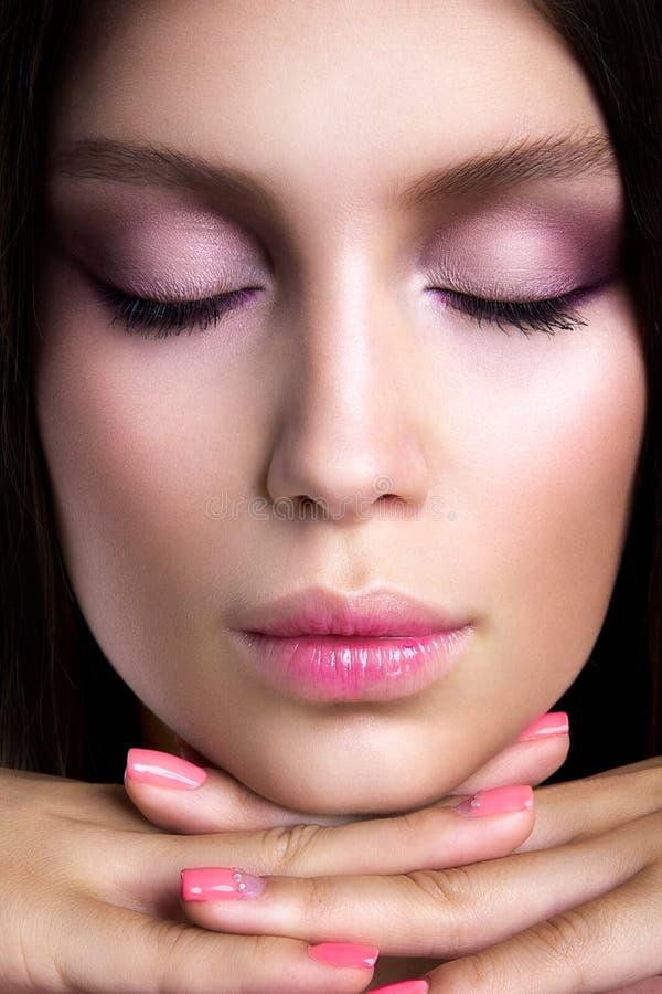 Fille romantique avec le beau maquillage photographie stock