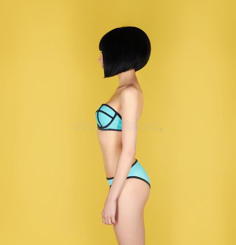 Fille sexy dans un bikini photo libre de droits