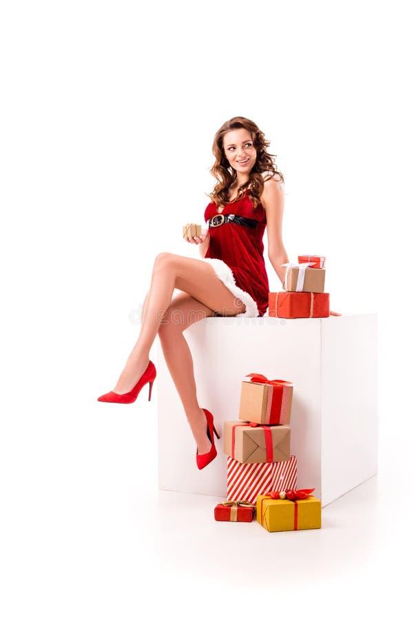 Fille sexy de Santa avec des cadeaux photo libre de droits