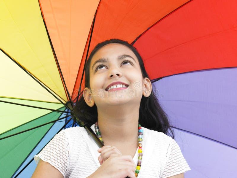 fille son joli parapluie image libre de droits