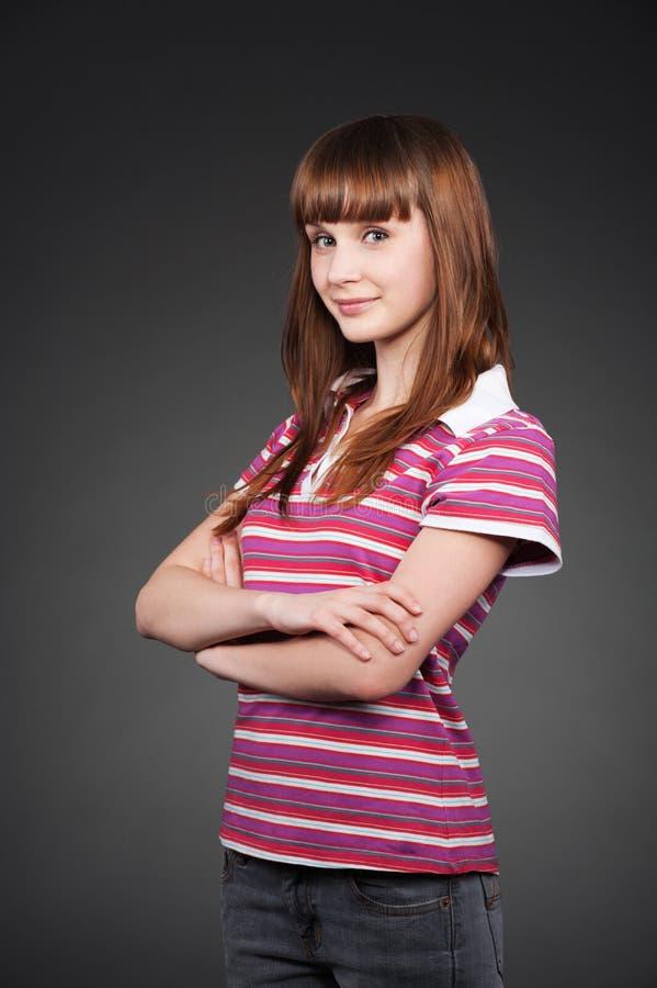 Fille souriante d'adolescent dans le T-shirt rayé photo libre de droits