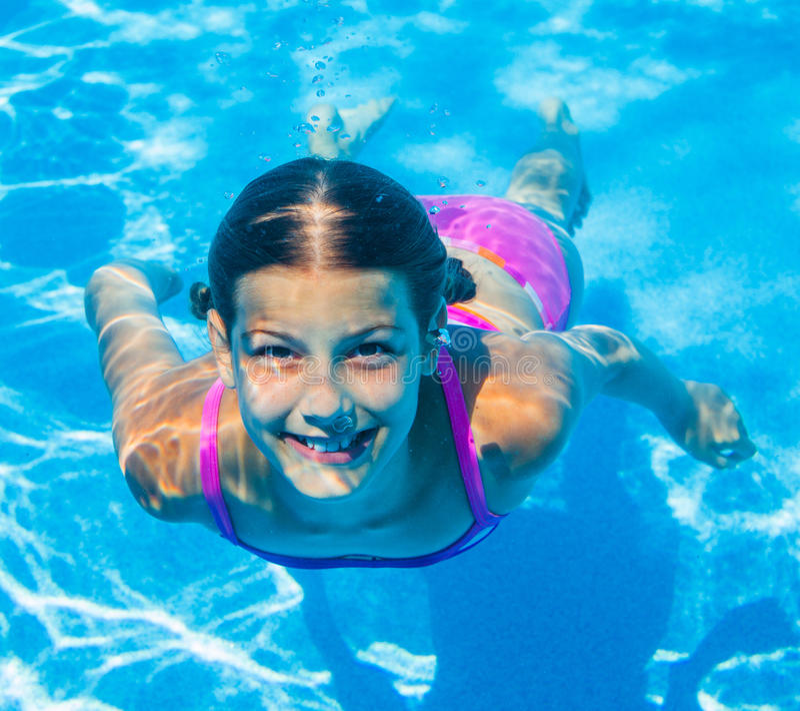 Fille sous-marine image libre de droits